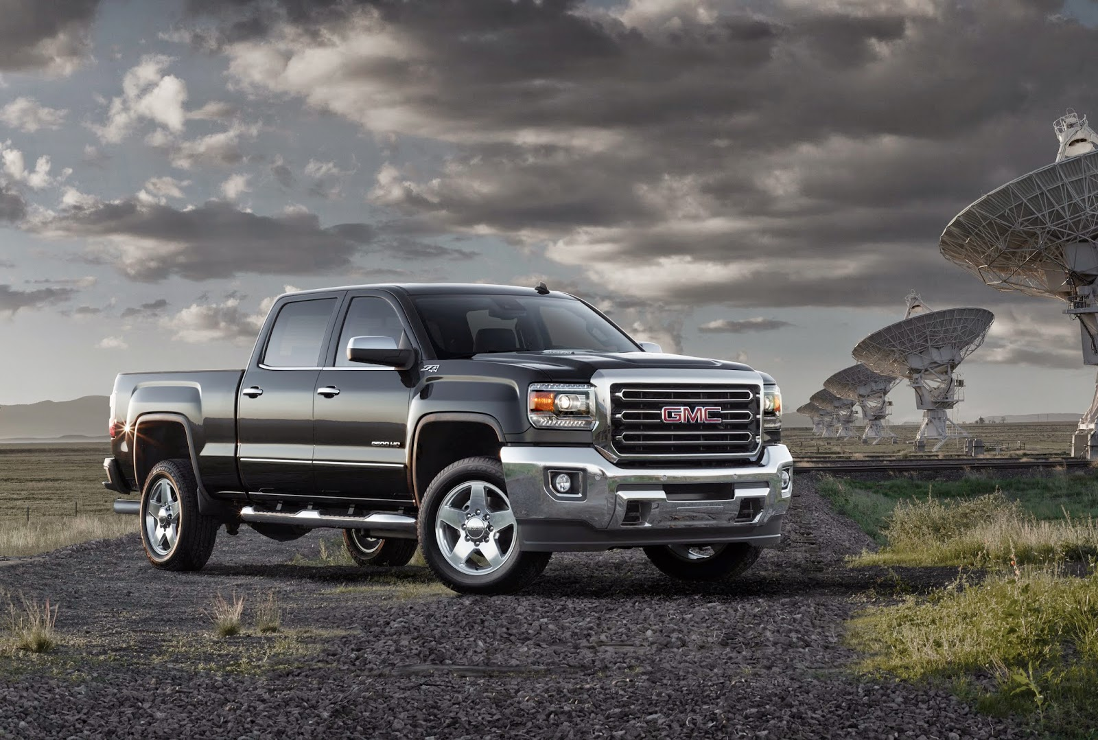 Front 3/4 view of 2015 GMC Sierra 2500 HD