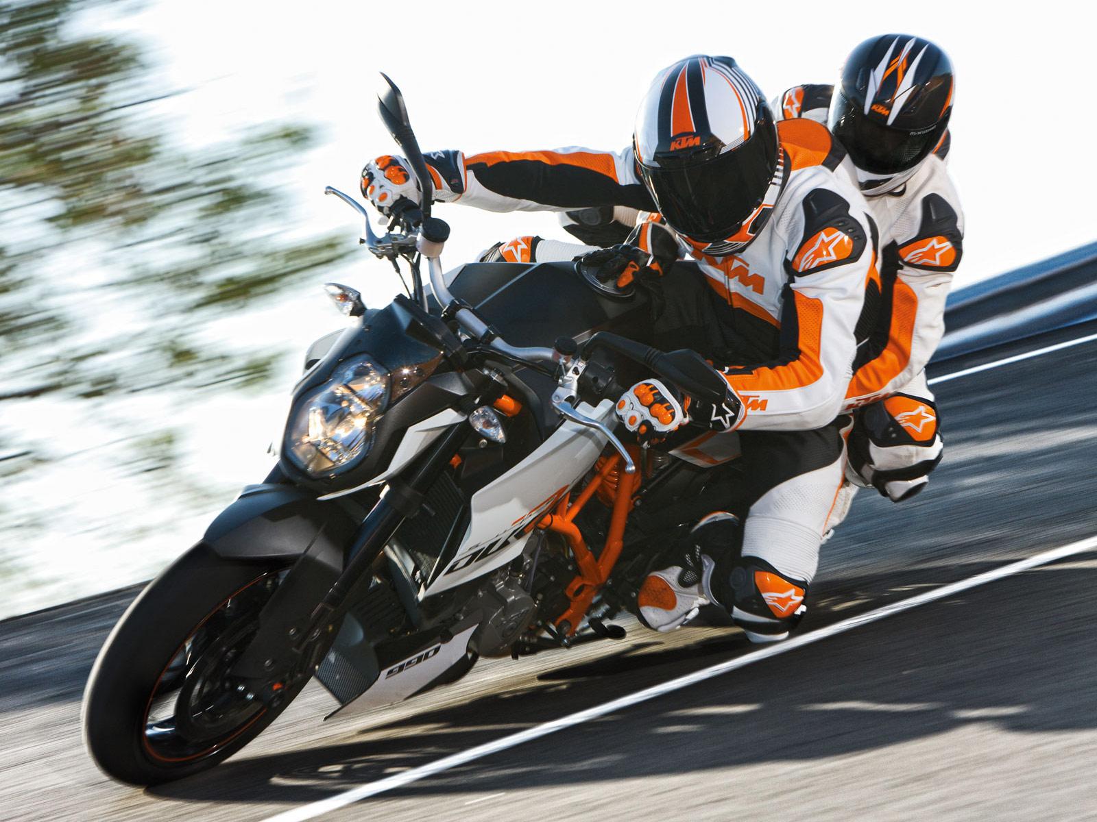 http://4.bp.blogspot.com/-gihEY3VYrhM/TxAEipDxPfI/AAAAAAAAKL8/mvvrX4HOrK4/s1600/2012-KTM-990-Duke-R-motorcycle-desktop-wallpapers_1.jpg
