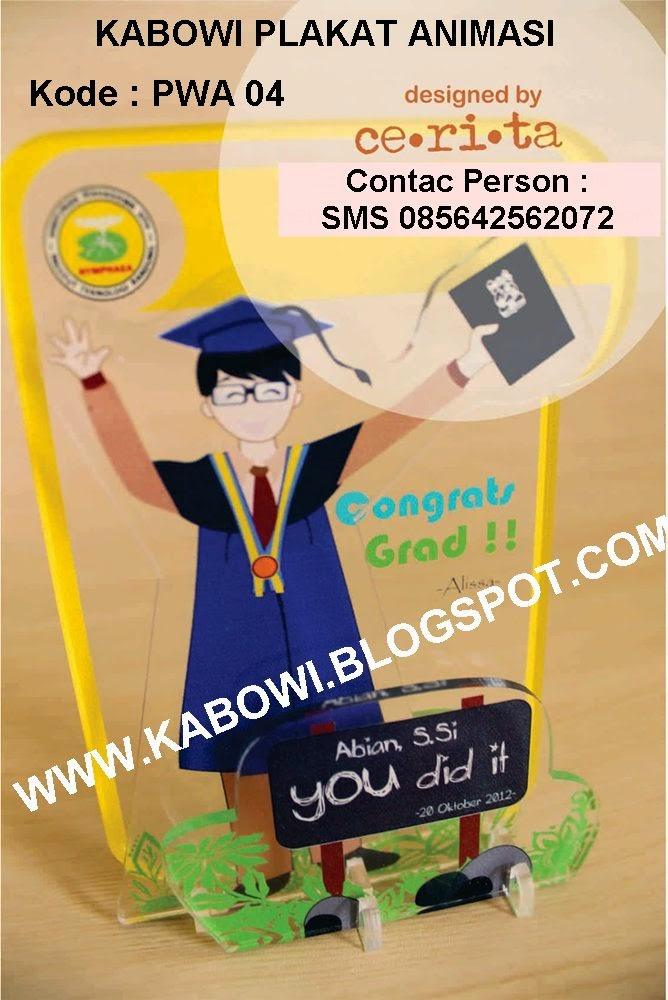 Plakat wisuda animasi kabowi boneka wisuda kado hadiah graduation