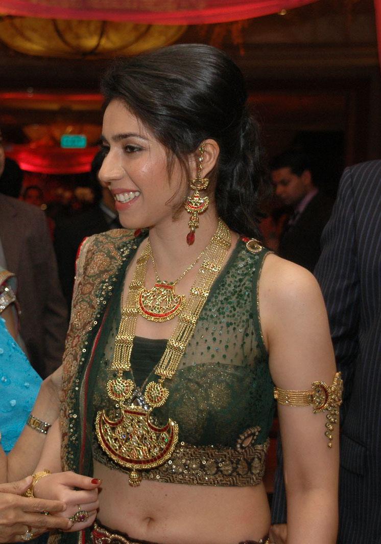 Enjoy Indian Real Life...: indian girl showing navel in saree