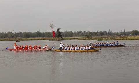Đua thuyền trong lễ hội quán thế âm