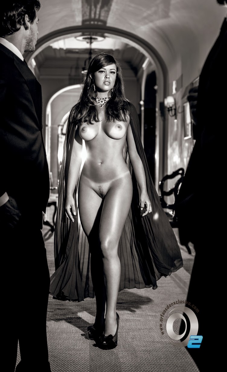 Da Fam Lia Abrantes Para Ba Posa Nua Na Playboy De Novembro