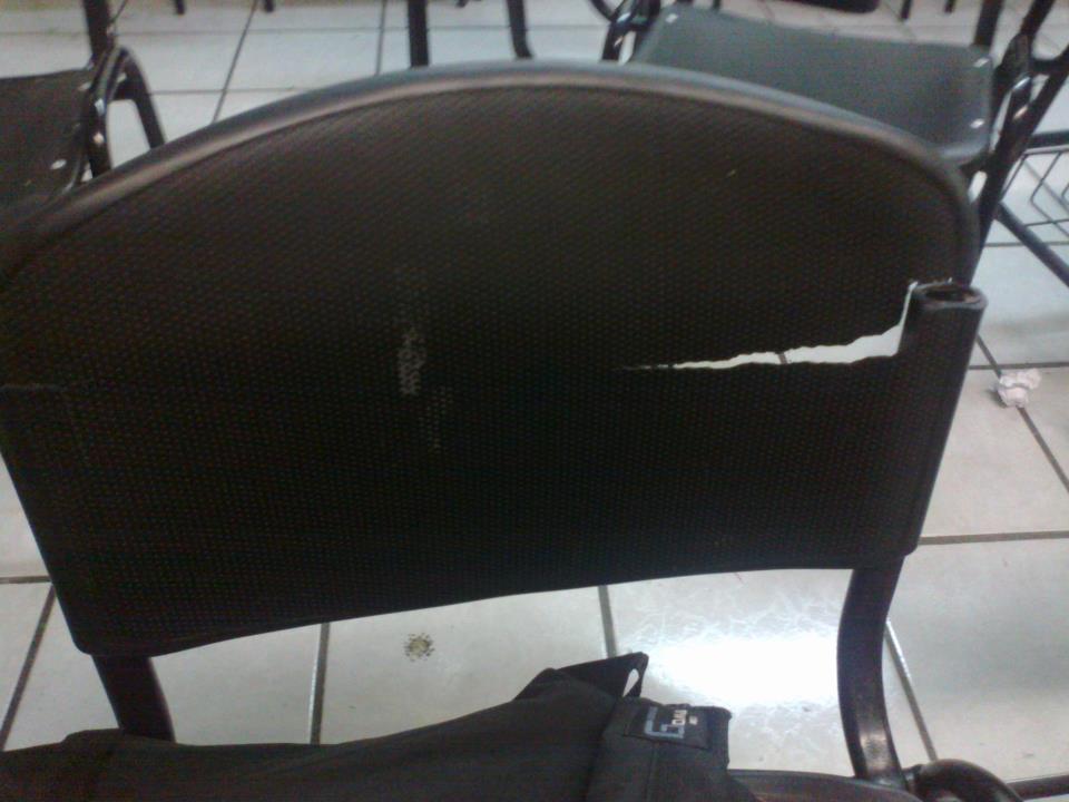 Maltrato de las instalaciones y mobiliario en prepa 12 for Mobiliario para estudiantes