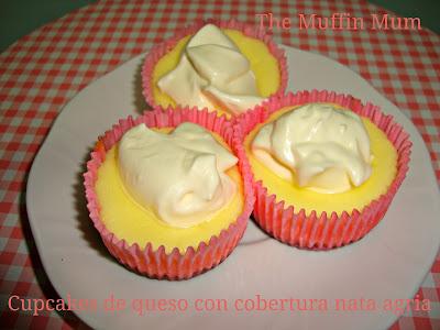 Cupcakes de queso con cobertura de nata