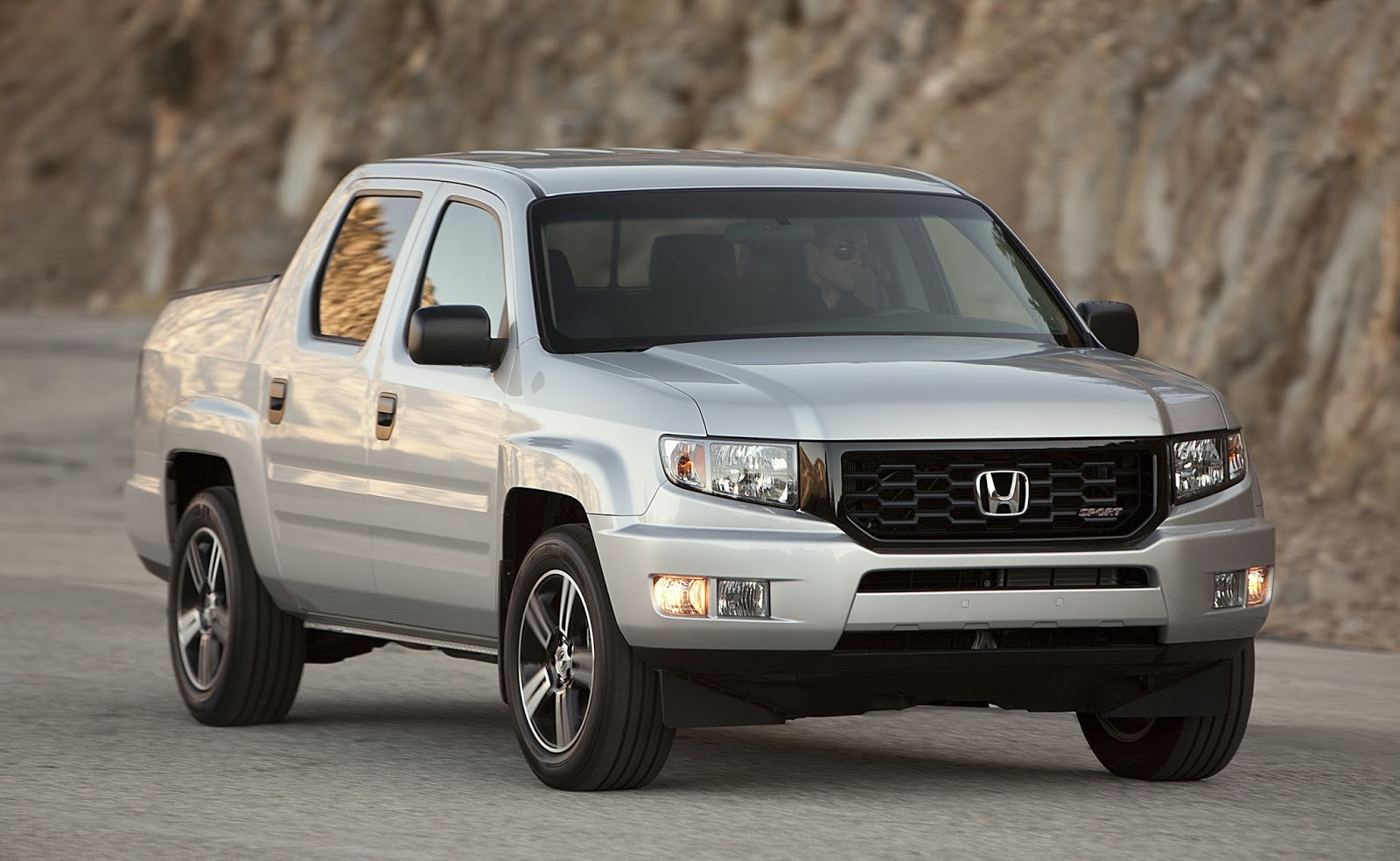 2014_Honda_Ridge_Sport+fr+3 4+action uautoknow net honda announces 2014 ridgeline pricing and new Honda Ridgeline Fuse Box Wiring Diagram at eliteediting.co