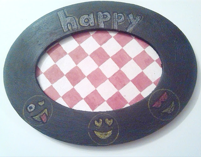 Happy! Giftable Chalkboard Picture Frame Gifts to make at home.