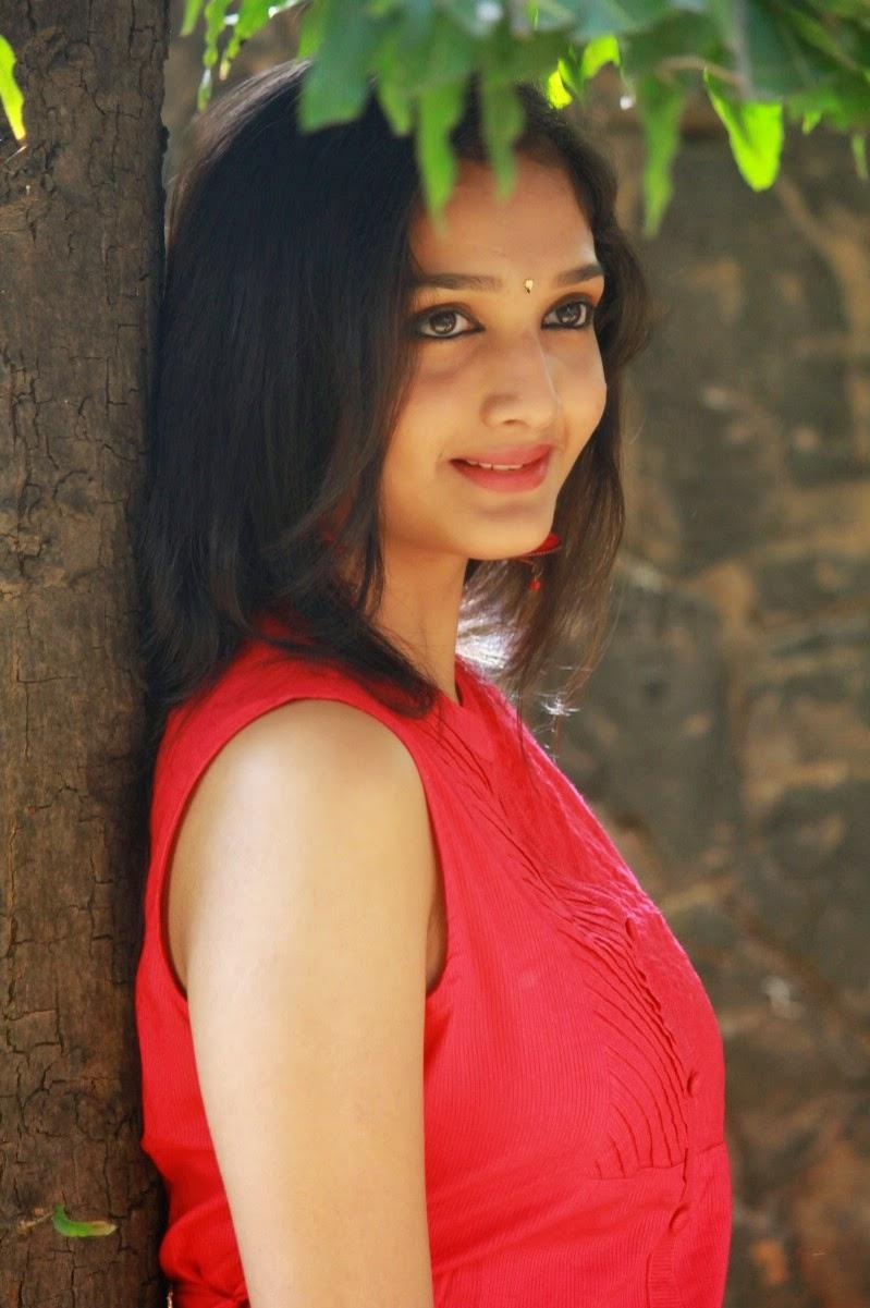 Actress Swasthika New Hot Photos