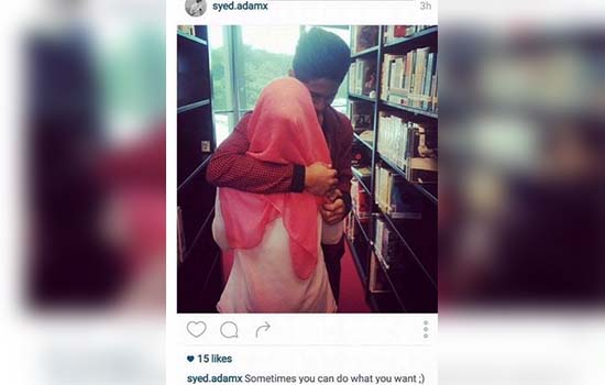 Gadis bertudung menggatal di perpustakaan awam