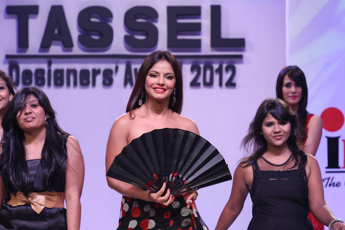 neetu chandra at the tel designers awards 2012 by inifd. hot images