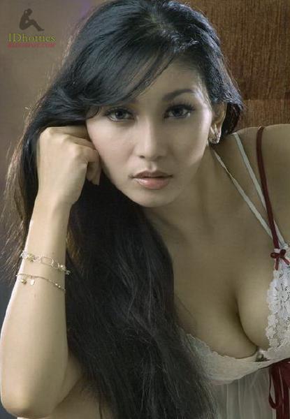 http://idhotties.blogspot.com/2012/05/dwi-putrantiwi.html