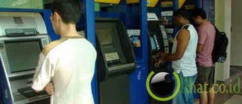 Menggunakan ATM