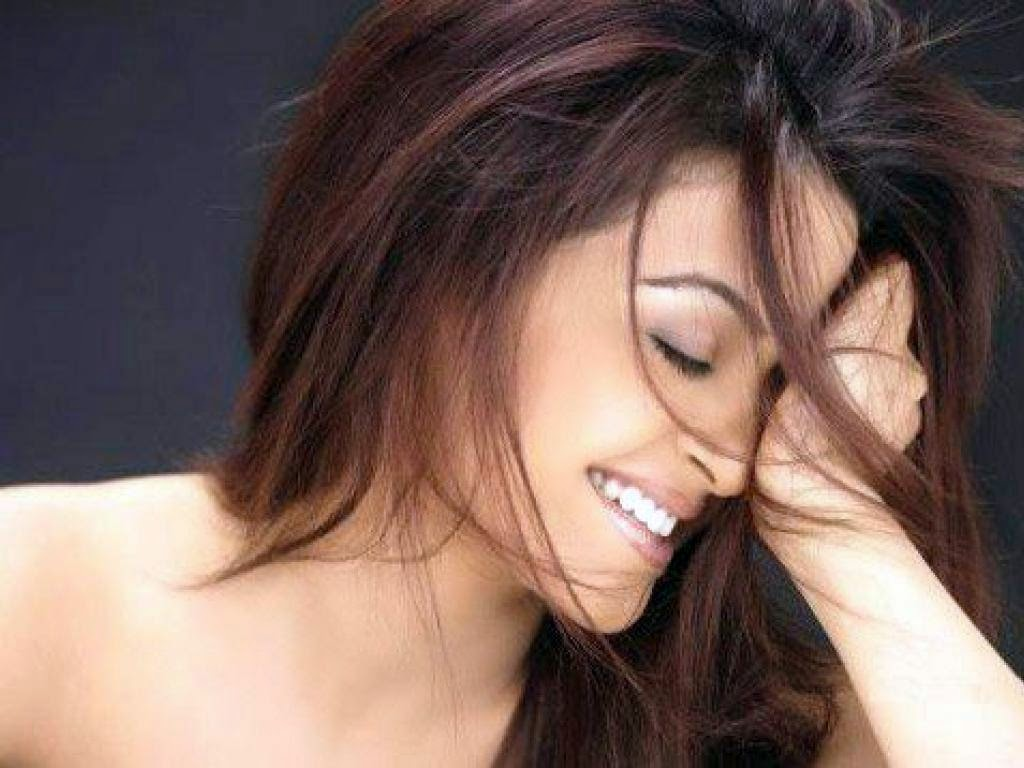 Surveen Chawla hot Smile HD wallpapers