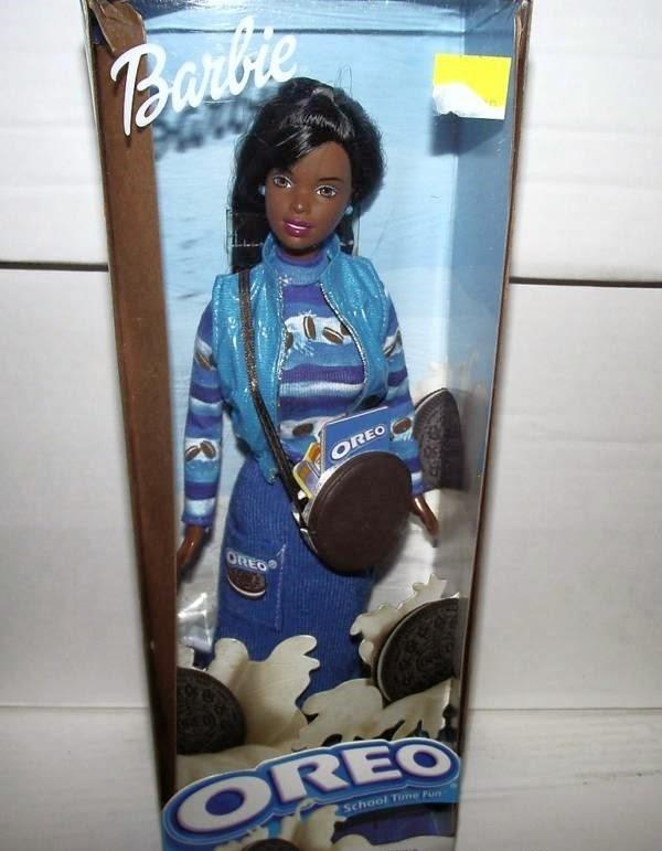 Coleção de brinquedos assustadores e bizarros comercializados no mercado.