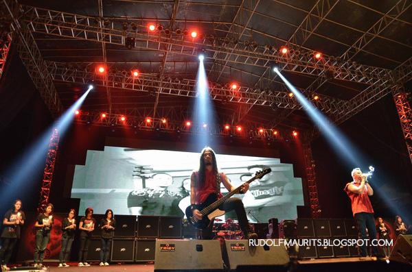 Tiga Titik Hitam dibawakan oleh Bugerkill di Bandung Berisik 2013