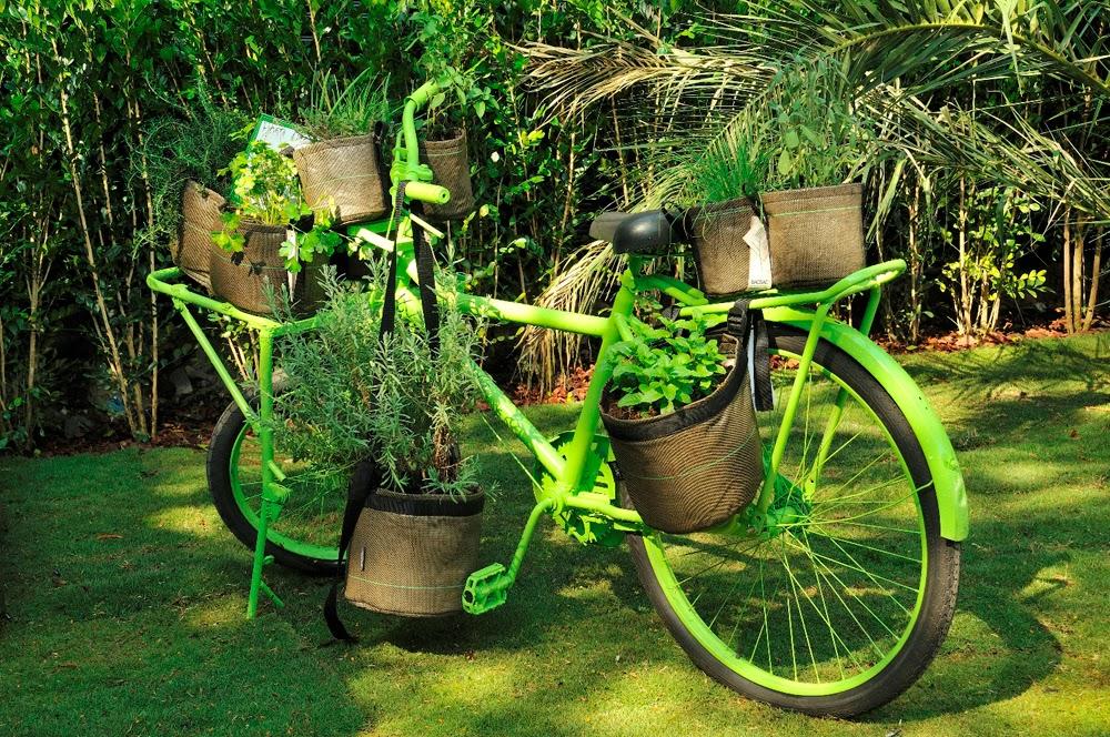 enfeite jardim bicicleta:PLANETA MISTURADO: ENFEITE SUA CASA E JARDIM DE FORMA SIMPLES E BONITA