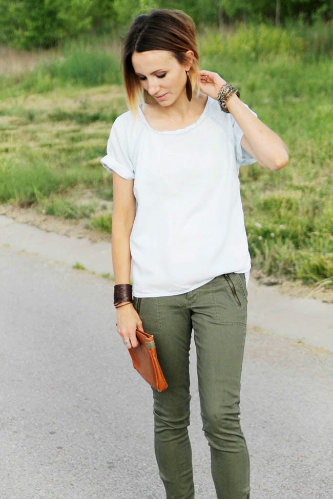 Denim tee + olive skinny jeans + sandals
