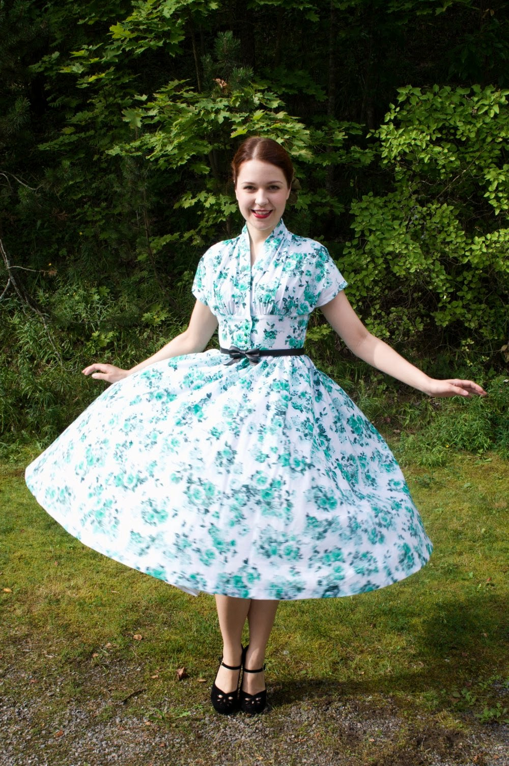 50s reproduction dress in white cotton with green roses by Cherise