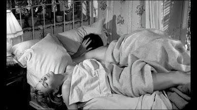 Chroniques du cin phile stakhanoviste les jeux de l 39 amour philippe de broca 1960 - Jeux d amour dans le lit tout nu ...