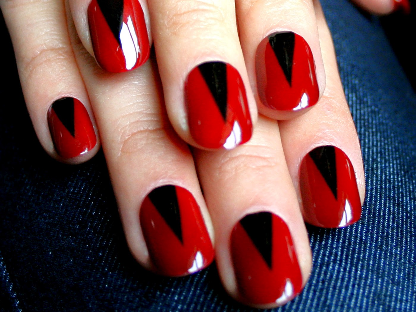 Red Black Nail Polish Designshttp://nails-side.blogspot.com/