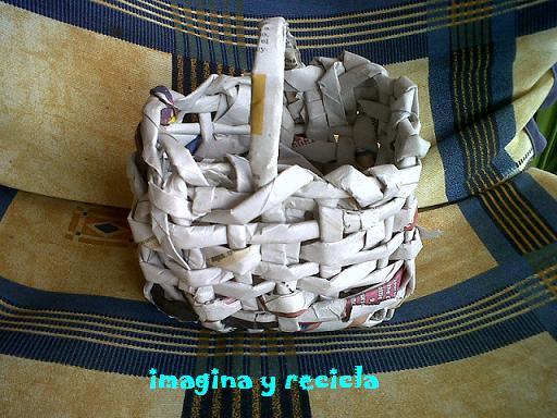 Imagina y recicla cestita de papel de periodico - Cesta de papel de periodico ...