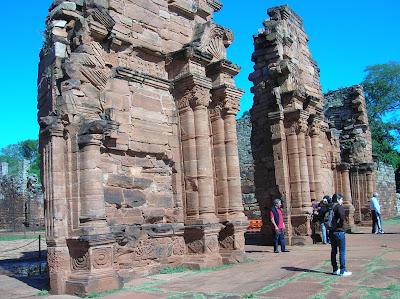 Portada iglesia Misión d San Ignacio, Misiones, Argentina, vuelta al mundo, round the world, La vuelta al mundo de Asun y Ricardo