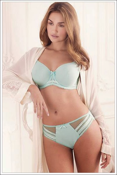 http://www.royal-blue.jp/brand/fantasie/rebecca.html