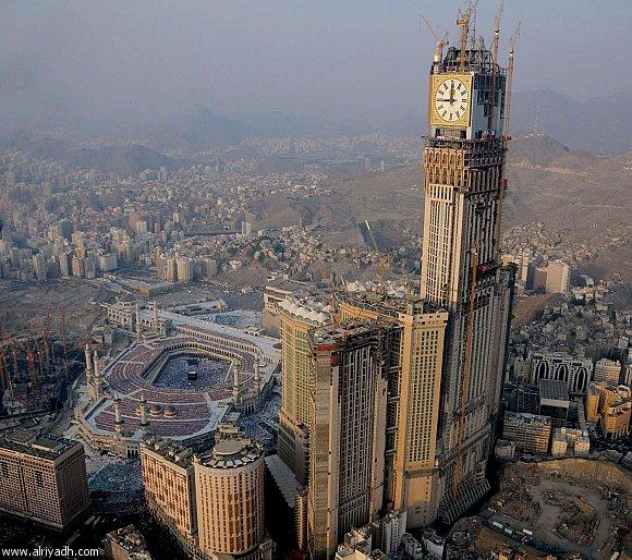 Menara Jam Raksasa