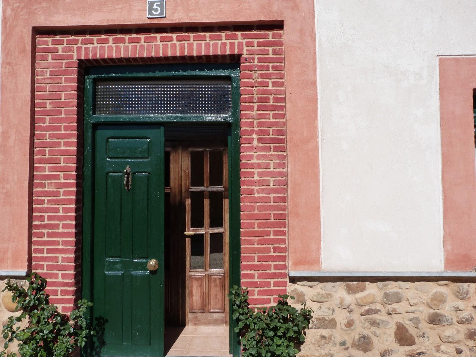 Los telares de azad n puertas de entrada for Puertas rusticas exterior leroy merlin