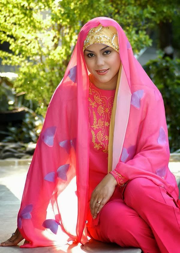 Wanita berjilbab mesum hot terbaru Pic 30 of 35