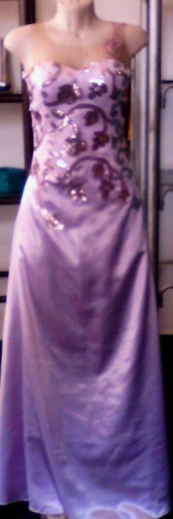 vestido de tule bordado com cetim