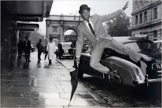 Sugar Ray Robinson kicks up his heels in London