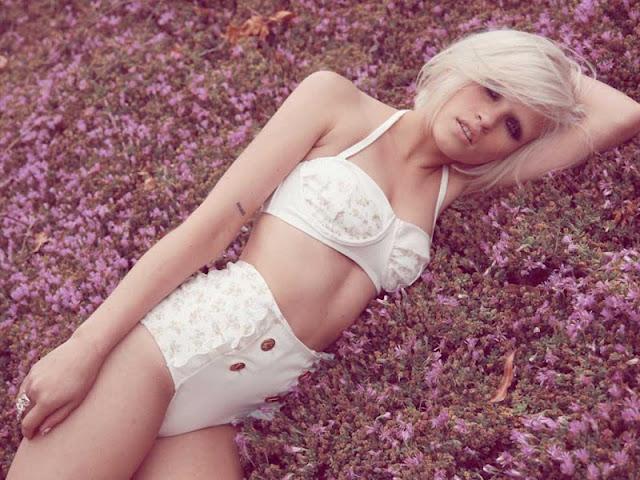 Anja Konstantinova sexy in lingerie