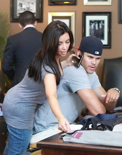 Kim-Kardashian-Kris-Humphries-Divorce-Various-Photos-10312011-06-430x543.jpg