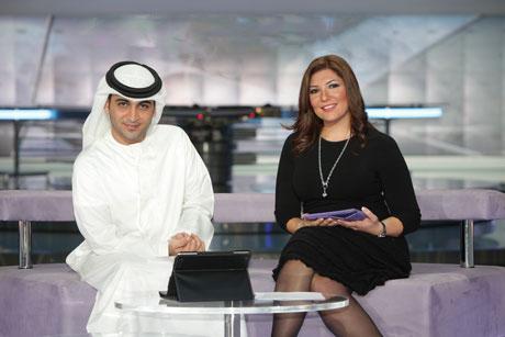 """فيديو مذيعة قناة دبي """"مايا حجيج"""" في فاصل من الضحك علي الهواء"""