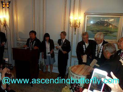 Breaking of ceremonial drum, Sake + Urushi of Northern Japan, 2013 Ninohe City Fair in New York City, Far Left at the Podium: Mr. Kosuke Kuji, Senior Managing Director Nanbu-Bijin Co.,Ltd at drum Center: Ambassador Sumio Kusaka, Consul General of Japan in New York