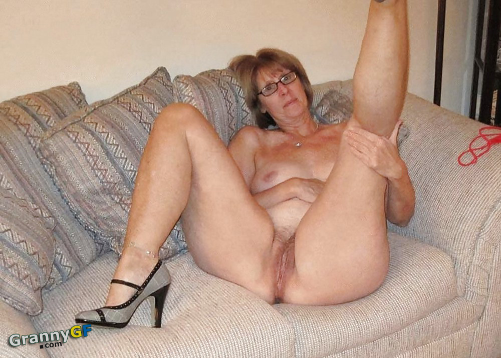 grandma showing naked ass