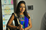 Nenu Naa Friends Movie stills-thumbnail-19