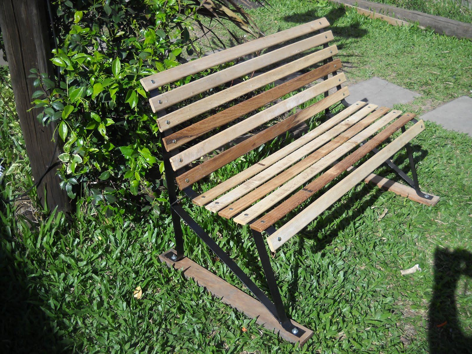Malgor muebles banco tipo plaza infantil hierro y madera for Banco de jardin de hierro y madera