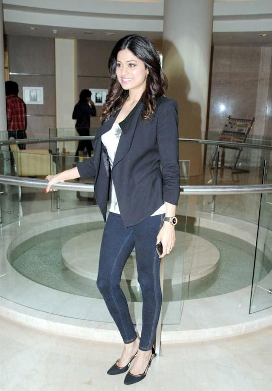 Shamita Shetty  Bollywood Actress In Spandex Black Pant Wearing sexy stills