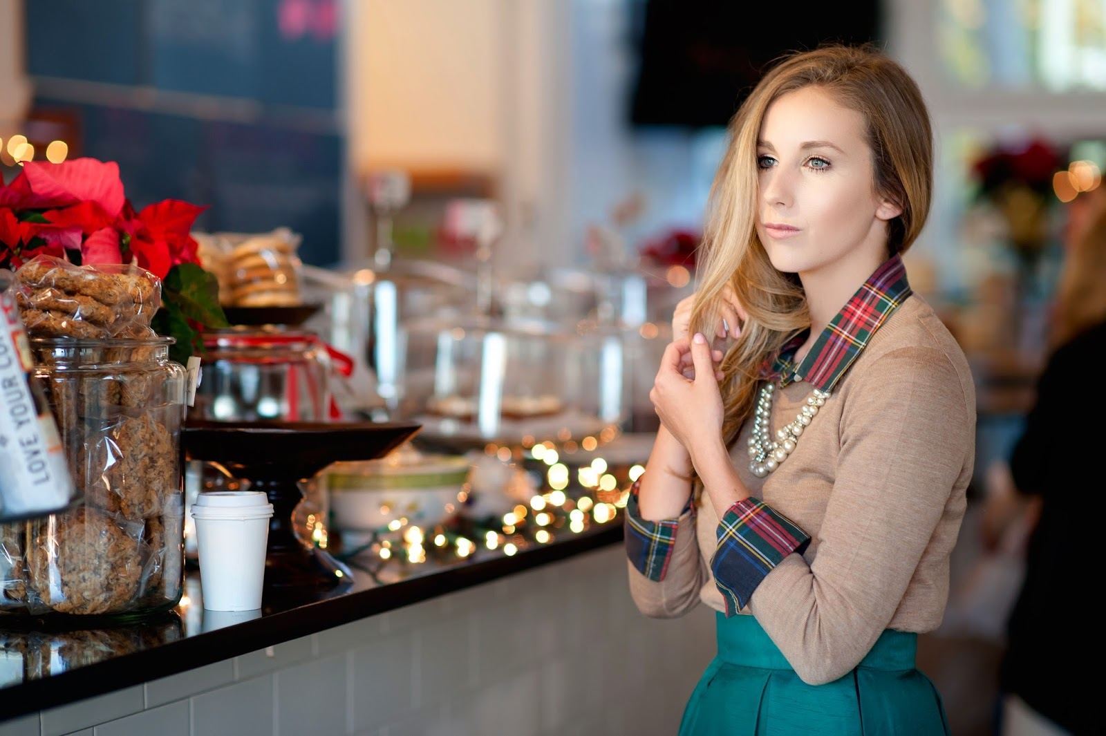 coffee-shop-bakery-christmas-look-with-red-and-green-plaid