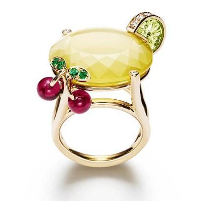 http://4.bp.blogspot.com/-goHexjpQhPw/Tlc_9b4ZgjI/AAAAAAAAEls/vVUkQRp6YQo/s1600/Bridal+Cocktail+Rings+Collection+From+Piaget+Limelight+%25282%2529.jpg