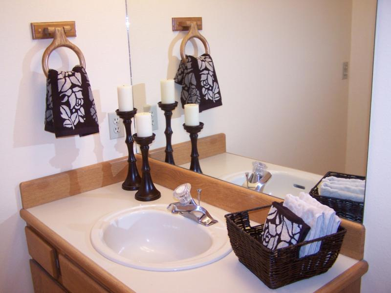 I never saw such a woman easy cheap tips for making your for Staging a bathroom ideas