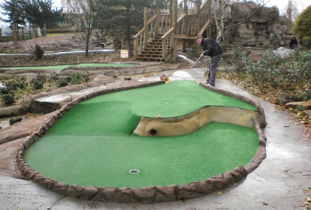 Neither Emily or I could play in this year's Kent Open, so here's a photo from the 2010 Kent Open minigolf competition at the Lost Island Encounter Adventure Golf course in Chiselhurst