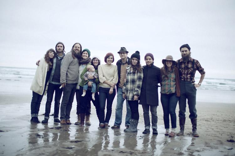 dia en el campo con los amigos en la playa