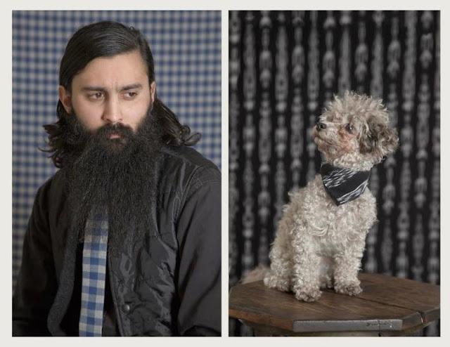 cachorro poodle com gravata