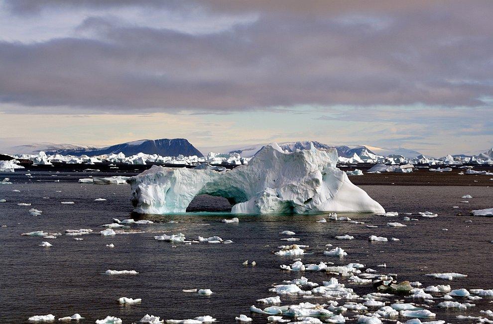 Многие айсберги под воздействием