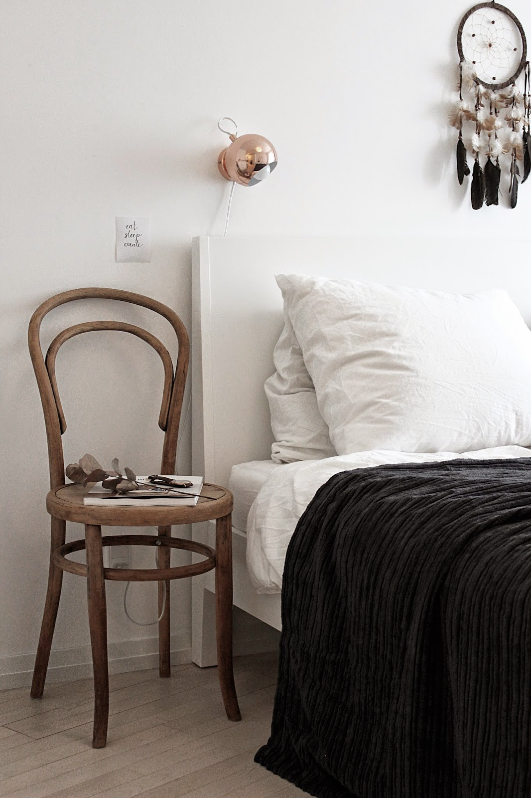 bedroom, chair, night stand, dreamcatcher, scandinavian interior, www.scandinavianlovesong.com
