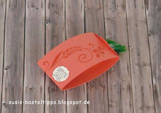 Verpackung für ein Nimm 2 Bonbon mit Stampin Up Stanze gewellter Anhänger - seitenansicht