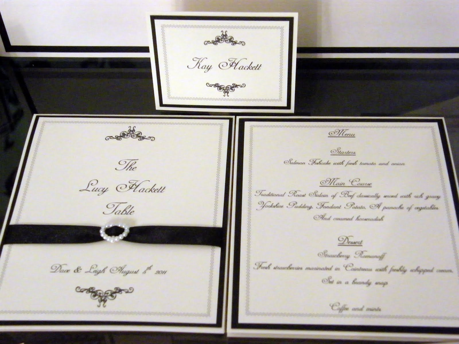 Wedding table plans and place cards woodideas for Table place cards
