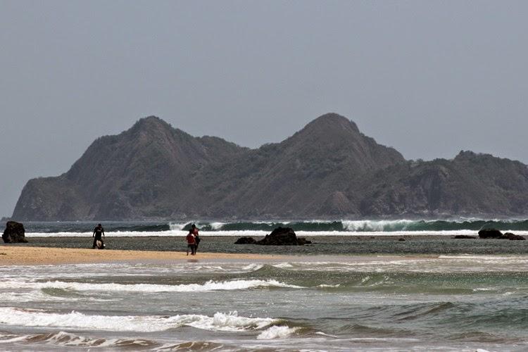 Pantai Mustika atau Mustaka, Banyuwangi